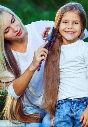 Cum îi aranjezi părul fetiței tale în prima zi de școală?